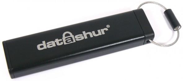 iStorage datAshur Secure USB Flash Drive - quer geschlossen